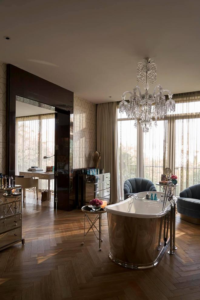 Biệt thự của Thái Công bị nhận xét là rối mắt, trông giống showroom đồ nội thất, không xứng với danh tiếng-7