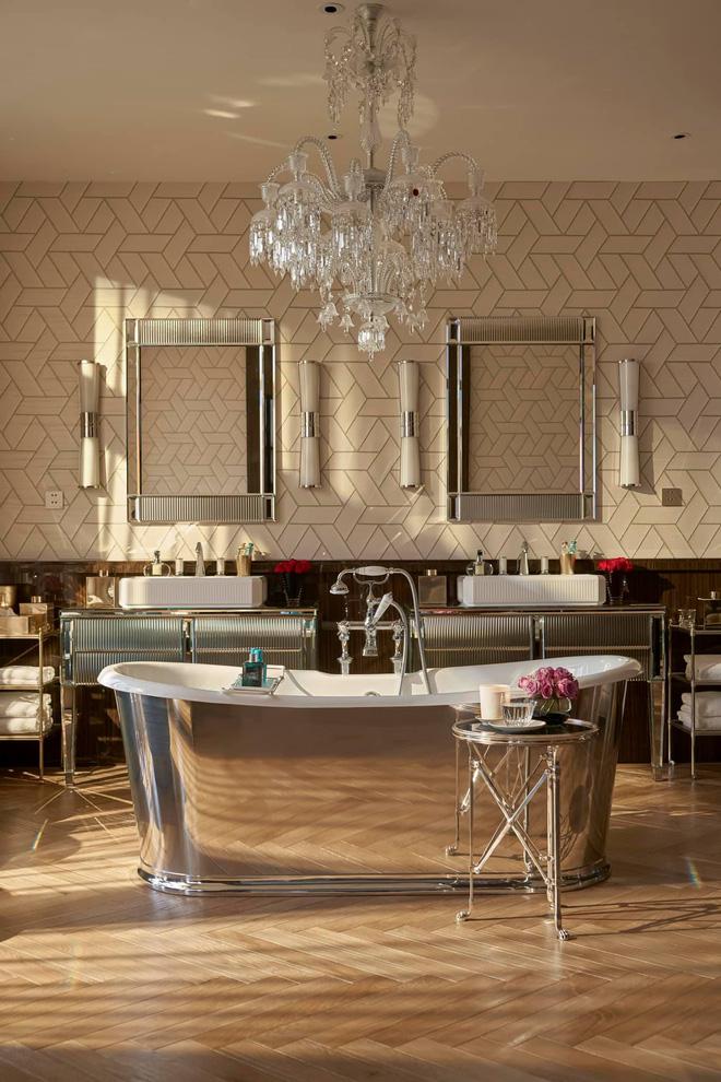 Biệt thự của Thái Công bị nhận xét là rối mắt, trông giống showroom đồ nội thất, không xứng với danh tiếng-8