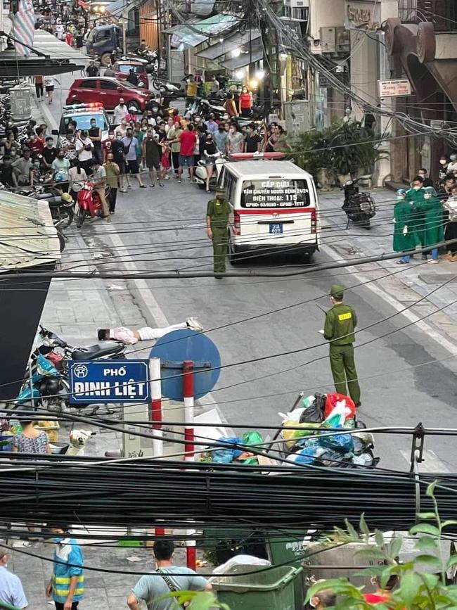Clip: Nam thanh niên leo lên tầng thượng khách sạn giữa trung tâm Hà Nội rồi bất ngờ nhảy xuống đất-1
