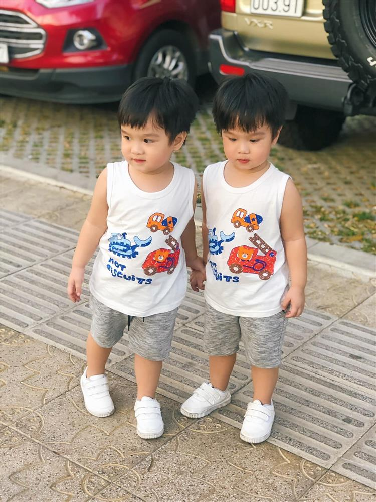 3 cặp song sinh rich kid đáng yêu nhất của các gia đình Việt, toàn nam thần nhí khiến team bỉm sữa thích mê-9