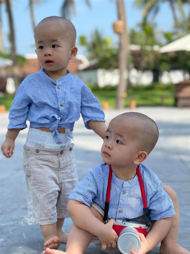 3 cặp song sinh rich kid đáng yêu nhất của các gia đình Việt, toàn nam thần nhí khiến team bỉm sữa thích mê-21