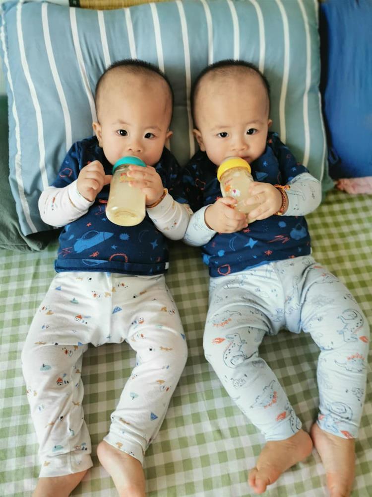 3 cặp song sinh rich kid đáng yêu nhất của các gia đình Việt, toàn nam thần nhí khiến team bỉm sữa thích mê-22