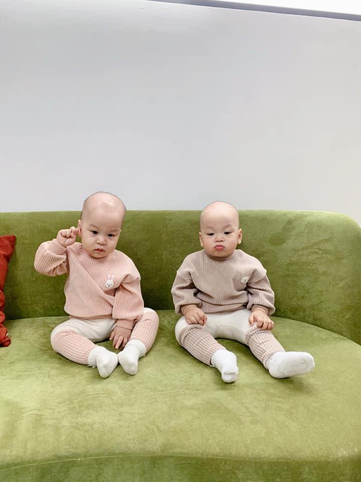 3 cặp song sinh rich kid đáng yêu nhất của các gia đình Việt, toàn nam thần nhí khiến team bỉm sữa thích mê-26