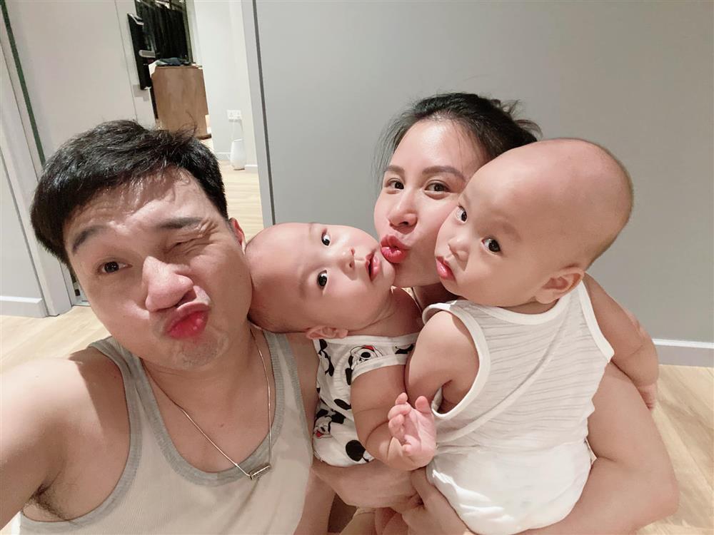 3 cặp song sinh rich kid đáng yêu nhất của các gia đình Việt, toàn nam thần nhí khiến team bỉm sữa thích mê-28