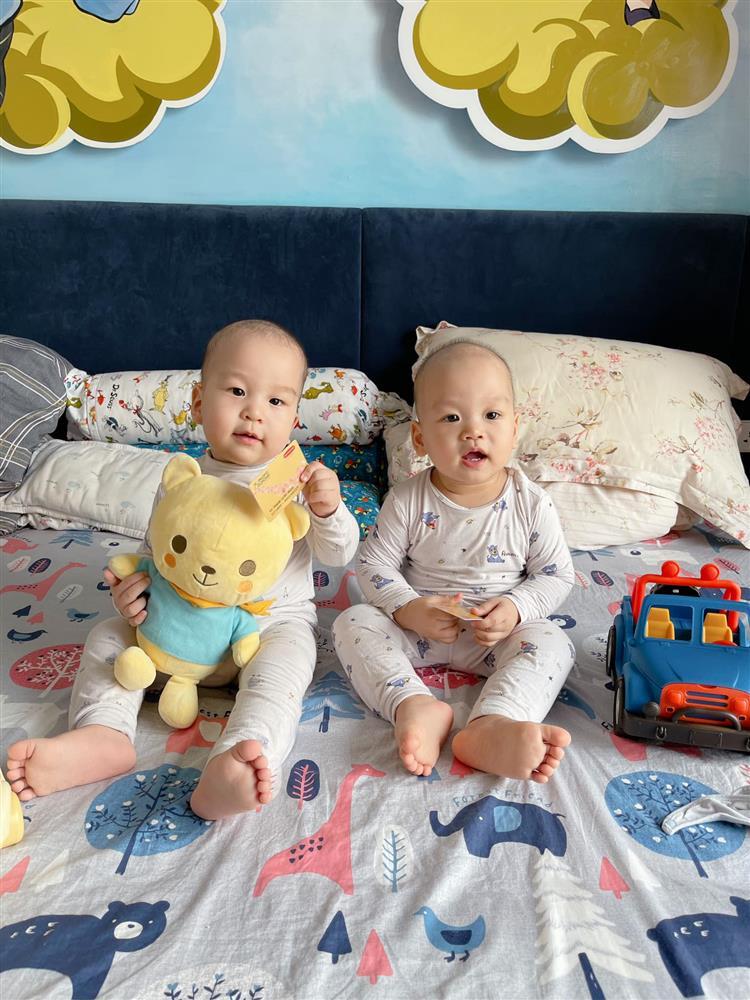 3 cặp song sinh rich kid đáng yêu nhất của các gia đình Việt, toàn nam thần nhí khiến team bỉm sữa thích mê-32