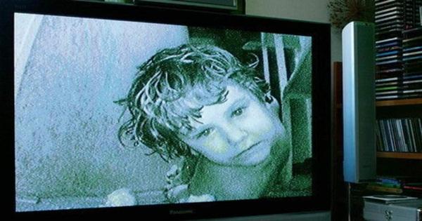 Cặp chị em đưa bé gái 12 tuổi về sống chung để cùng hành hạ các con, danh tính của đứa trẻ khi bị phanh phui khiến ai cũng run sợ-7