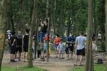 Hà Nội: 'Phớt lờ' chỉ thị, công viên Bắc Linh Đàm vẫn đông nghịt người đá bóng, tập thể dục như chưa hề có dịch