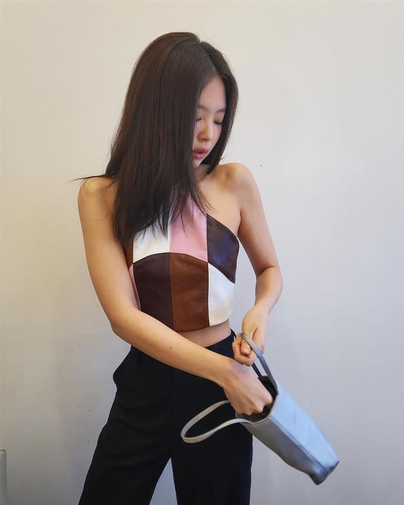 Hè nóng nực, chị em cắt tóc lửng lơ giống Jennie đi cho nhẹ đầu và trẻ xinh hẳn ra-5