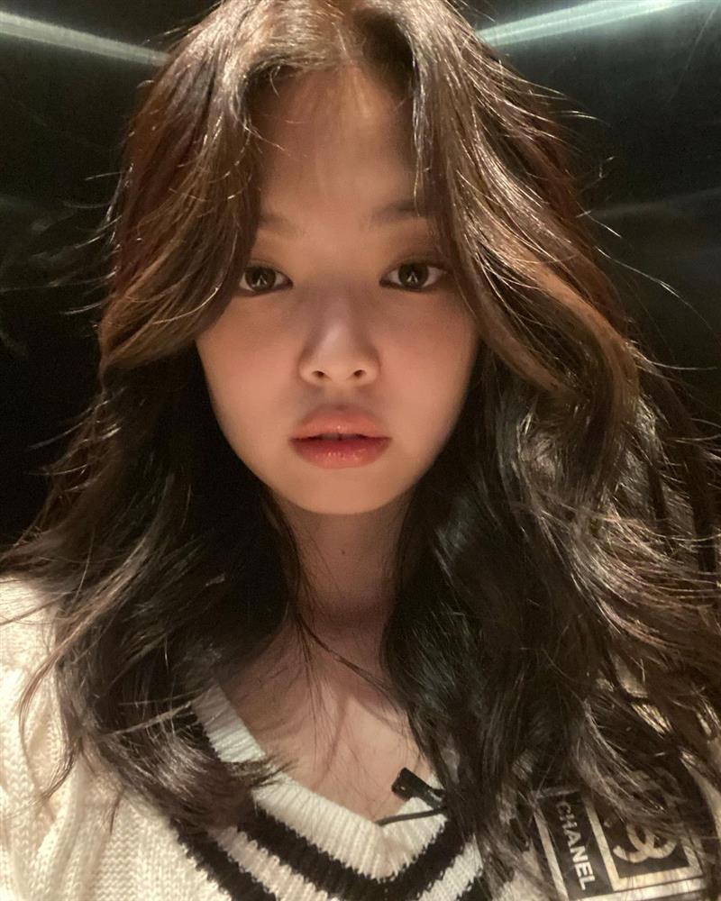 Hè nóng nực, chị em cắt tóc lửng lơ giống Jennie đi cho nhẹ đầu và trẻ xinh hẳn ra-7