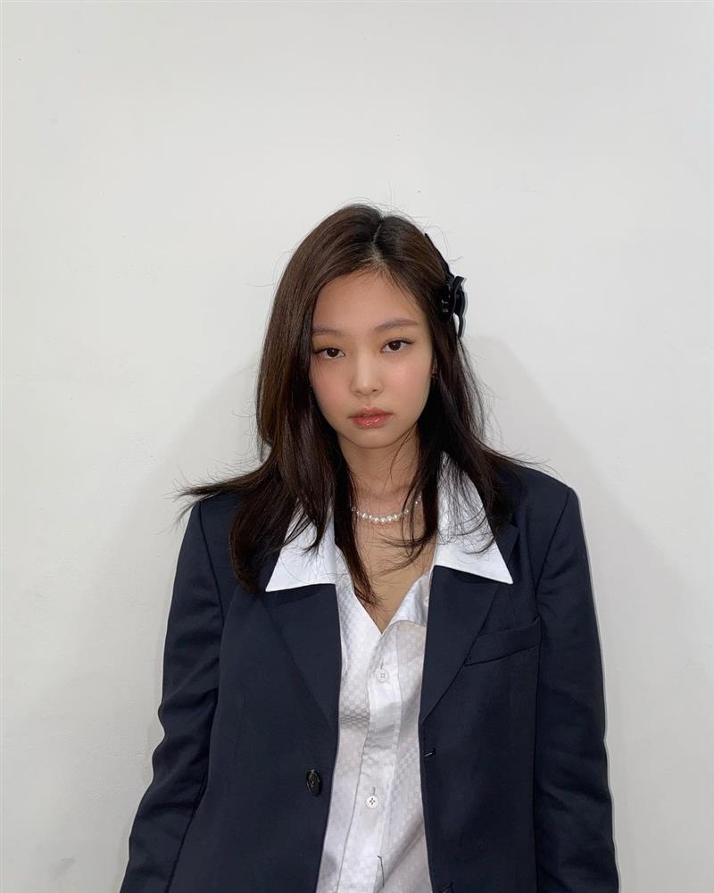 Hè nóng nực, chị em cắt tóc lửng lơ giống Jennie đi cho nhẹ đầu và trẻ xinh hẳn ra-8