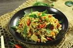 Học cách làm cơm chiên gà kiểu Thái thơm ngon mới lạ