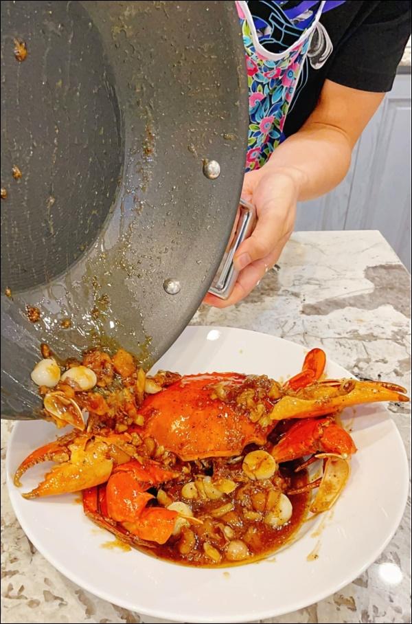 Khéo chiều vợ con, Đăng Khôi trổ tài vào bếp làm món cua sốt tiêu đen, lần đầu màxuất sắc chuẩn nhà hàng-8