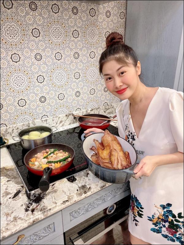 Khéo chiều vợ con, Đăng Khôi trổ tài vào bếp làm món cua sốt tiêu đen, lần đầu màxuất sắc chuẩn nhà hàng-2