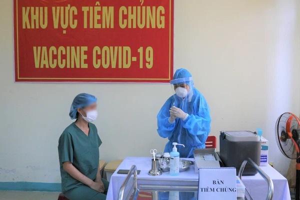 Nữ điều dưỡng ở Đà Nẵng bị sốc phản vệ sau tiêm vắc xin Covid-19-1