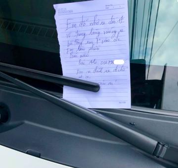 Đỗ xe trước cửa, tài xế để lại lời nhắn khiến chủ nhà ấm lòng-1