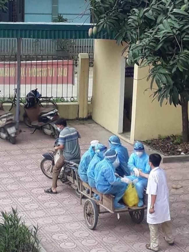Hình ảnh xúc động trong ngày có tới 129 ca mắc COVID-19 mới: Nhân viên y tế kiệt sức ngủ gục tại chỗ, tình nguyện viên ngồi xe kéo ra tiền tuyến chống dịch-1