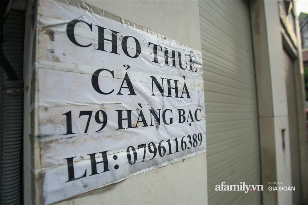 COVID-19 quay trở lại, siêu mặt tiền trên phố cổ Hà Nội ế ẩm treo biển sắp mở cửa tiệm nhưng chưa biết mở cái gì-6