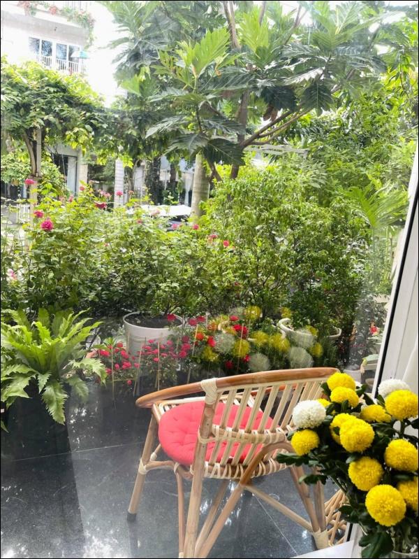 Biệt thự của Thân Thúy Hà có thêm góc chill ngập hoa tươi siêu lãng mạn, không gian sống xanh ai cũng mơ ước-3