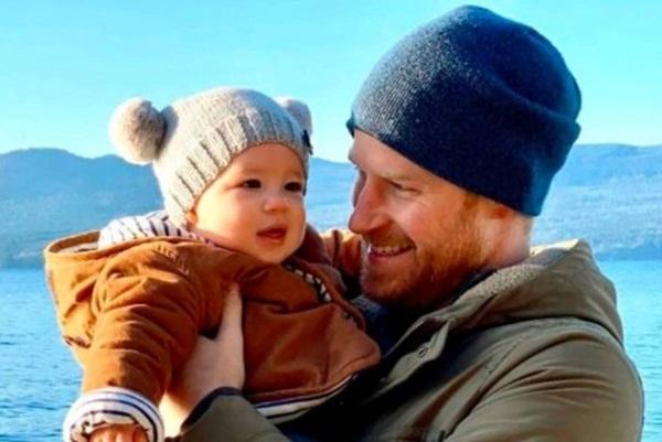 Meghan Markle bị chỉ trích dữ dội vì khai thác con trai quá đà, cộng đồng mạng phải cầu cứu Hoàng gia Anh-2