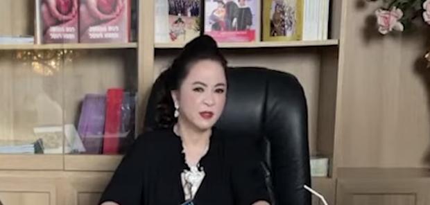 Vợ ông Dũng lò vôi cuối cùng đã hé lộ lý do gọi tên NS Hoài Linh để đấu tố, gây phẫn nộ vì lời lẽ thô tục và thiếu cơ sở-1