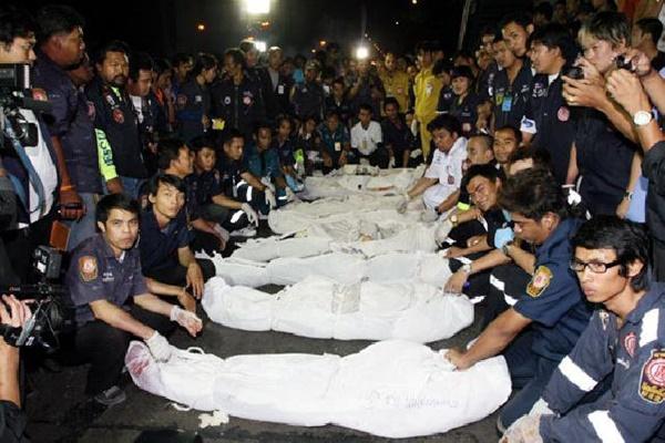 11 năm trước, tiểu thư Thái Lan gây tai nạn khiến 9 người chết vẫn thản nhiên bấm điện thoại tại hiện trường, diễn biến vụ án càng gây căm phẫn hơn-4