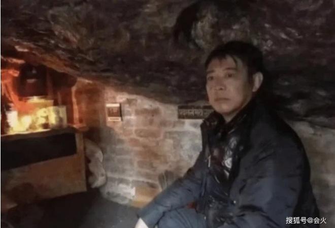 Cuộc sống bí ẩn của Lý Liên Kiệt ở tuổi 58: Hàng ngày ngồi thiền trong hang, tiều tụy, vô hồn?-1