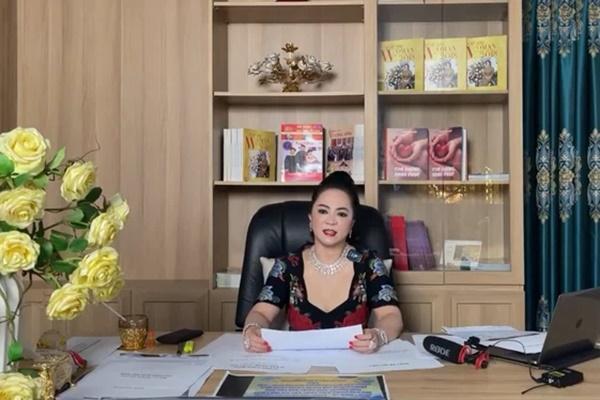 """Bà Phương Hằng - vợ ông Dũng lò vôi"""" hôm nay tuyên bố cực gắt: Cấm cửa giới nghệ sĩ đến khu du lịch Đại Nam""""-1"""