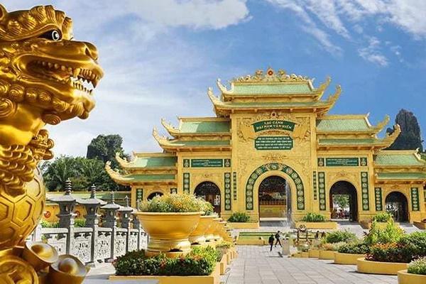 """Bà Phương Hằng - vợ ông Dũng lò vôi"""" hôm nay tuyên bố cực gắt: Cấm cửa giới nghệ sĩ đến khu du lịch Đại Nam""""-2"""