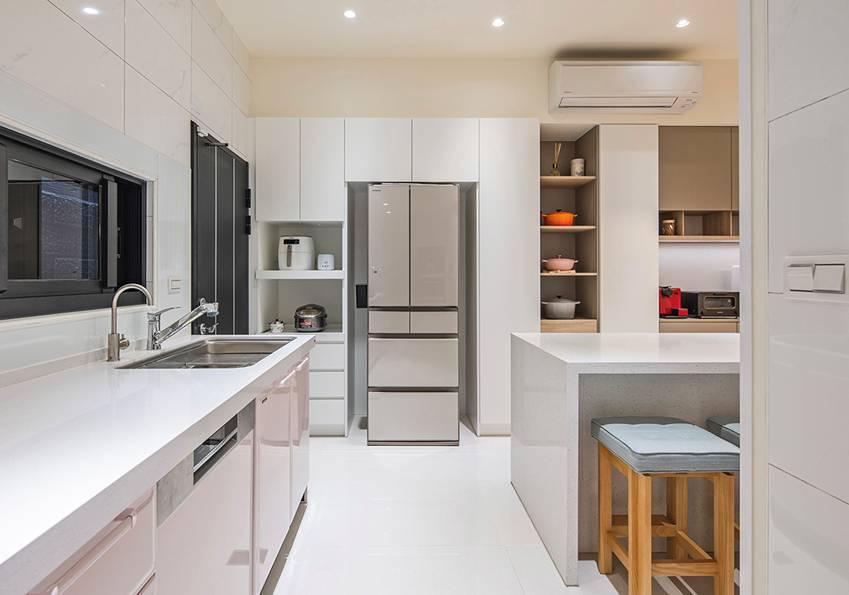 Ngôi nhà lấy ý tưởng thiết kế từ một cái cây lớn với 6 phòng ngủ đơn giản trang nhã, không gian dài, rộng và cao-5