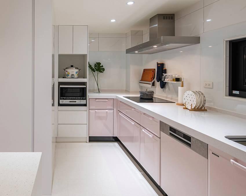 Ngôi nhà lấy ý tưởng thiết kế từ một cái cây lớn với 6 phòng ngủ đơn giản trang nhã, không gian dài, rộng và cao-6