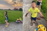 Được chị dắt đi chơi, cậu bé ngã lộn cổ xuống ruộng, hình ảnh sau đó khiến người ta không nhịn được cười