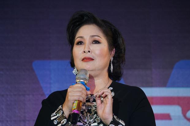 Mỉa mai bà Phương Hằng làm giàu bất chính, NSND Hồng Vân bị chính chủ livestream nói gay gắt, netizen ùa vào tấn công-4