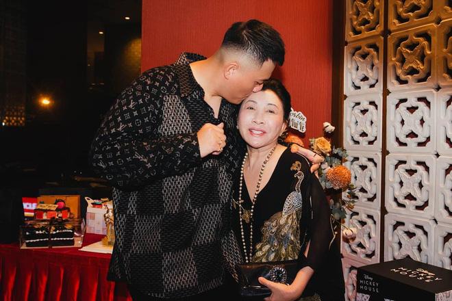 Con dâu ông trùm điện tử Sài Gòn lần đầu tiên hé lộ mối quan hệ nhà chồng - nàng dâu hào môn-4