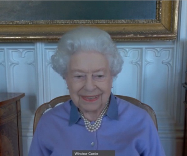 Mặc Meghan Markle giở chiêu trò, Nữ hoàng Anh và Công nương Kate cùng nhau xuất hiện đã chiếm trọn spotlight-1