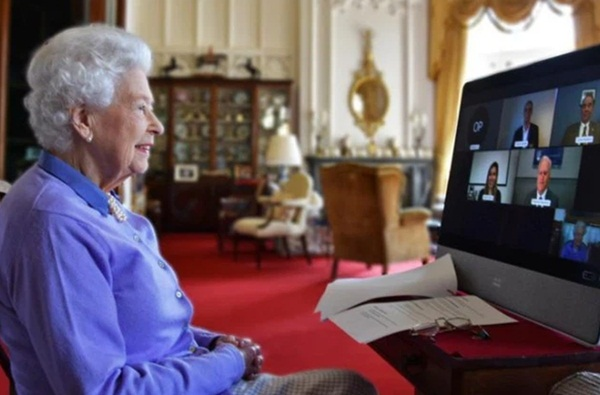 Mặc Meghan Markle giở chiêu trò, Nữ hoàng Anh và Công nương Kate cùng nhau xuất hiện đã chiếm trọn spotlight-2