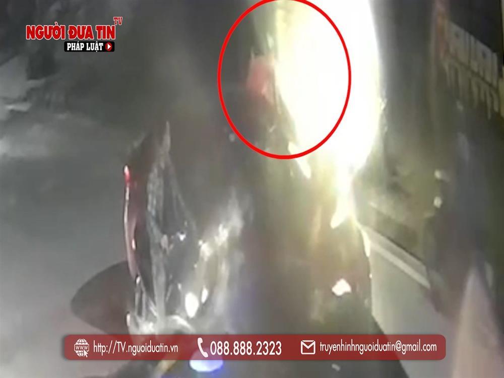 Hà Nội: Truy tìm đối tượng dùng vật nghi súng tấn công người đi đường rồi bỏ chạy-2