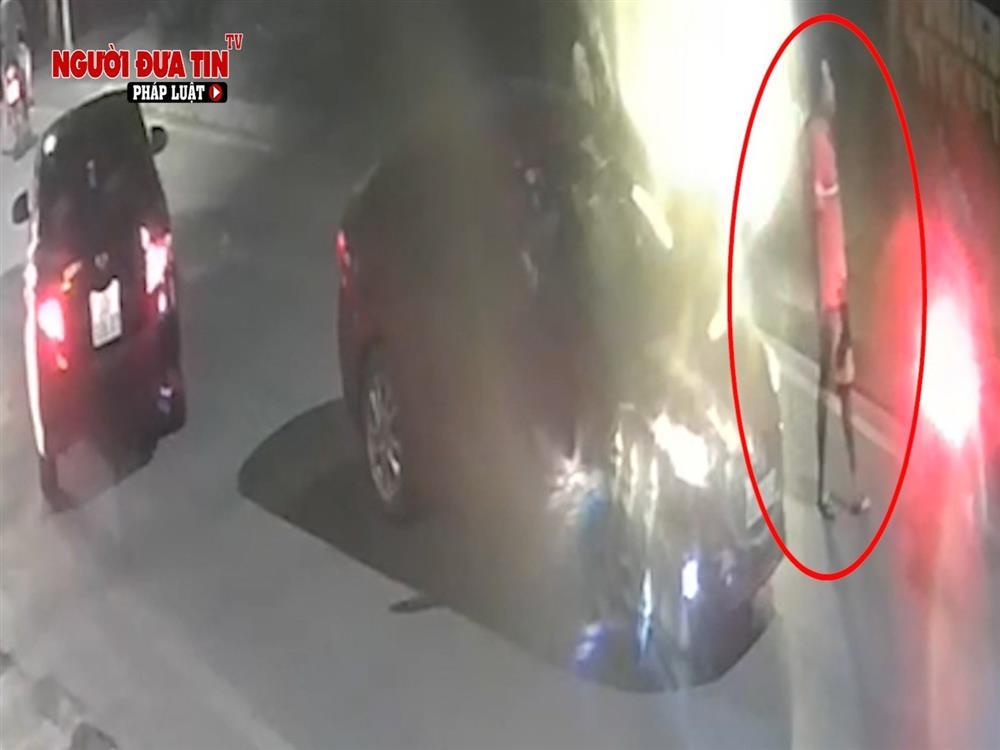 Hà Nội: Truy tìm đối tượng dùng vật nghi súng tấn công người đi đường rồi bỏ chạy-3