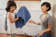 Gợi ý 22 việc nhà phù hợp với trẻ mọi lứa tuổi, bố mẹ vừa nhàn lại tạo lập thói quen tốt cho con