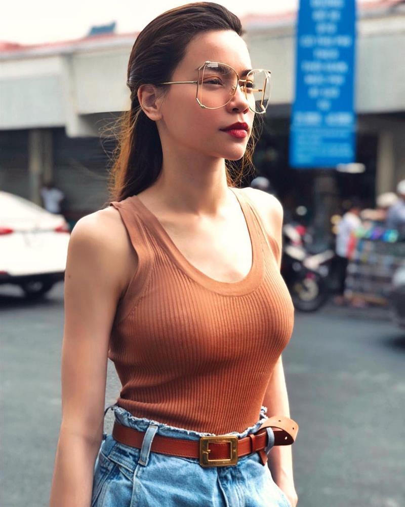 Hà Hồ khoe eo bé tí trong street style mới, nhưng khoảnh khắc lộ dây áo lót là xấu hay đẹp?-5