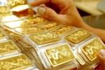 Giá vàng hôm nay 14/5: Áp lực đè nặng, vàng tụt giảm-2