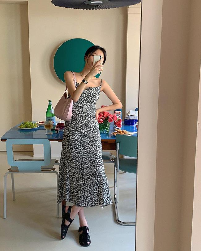 Để diện váy hai dây xịn đẹp level cao nhất, chị em hãy ngắm 12 set đồ này của gái Hàn-1