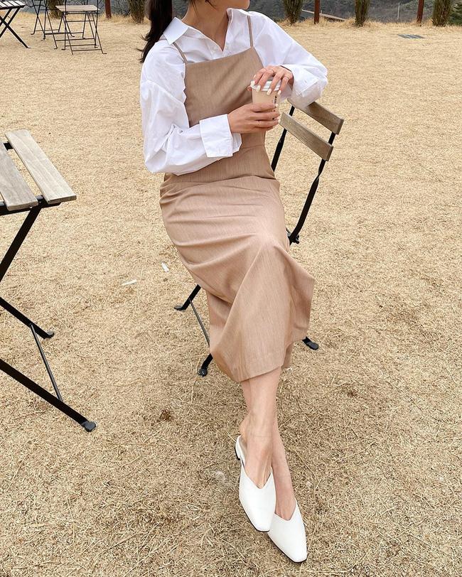 Để diện váy hai dây xịn đẹp level cao nhất, chị em hãy ngắm 12 set đồ này của gái Hàn-11