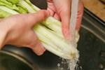 Các chuyên gia vạch trần 3 sai lầm phổ biến nhất khi rửa rau, dùng nước vo gạo là mẹo không nên thử nhất