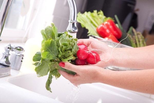 Các chuyên gia vạch trần 3 sai lầm phổ biến nhất khi rửa rau, dùng nước vo gạo là mẹo không nên thử nhất-5