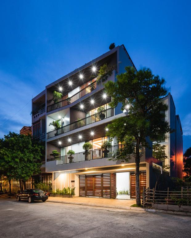 Căn nhà 4 tầng nổi bật ở cuối ngõ, thiết kế táo bạo với ban công hình phễu-2