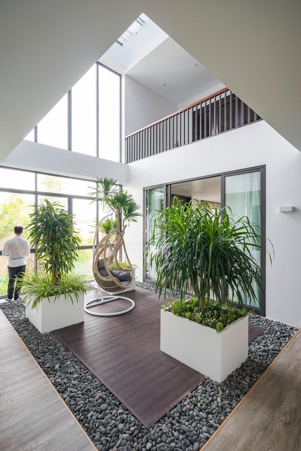 Căn nhà 4 tầng nổi bật ở cuối ngõ, thiết kế táo bạo với ban công hình phễu-14