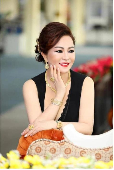 """Nữ đại gia Phương Hằng chuyển sang bóc phốt"""" Hoa hậu Việt với thái độ thô lỗ: Cứ 500 triệu, 1-2 tỷ là Hoa hậu có hết""""-1"""