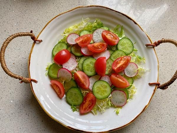 Nắng nóng gay gắt, mỗi ngày tôi đều làm món salad này mang đi làm, ăn vừa ngon mát lại giúp giảm cân hiệu quả-5