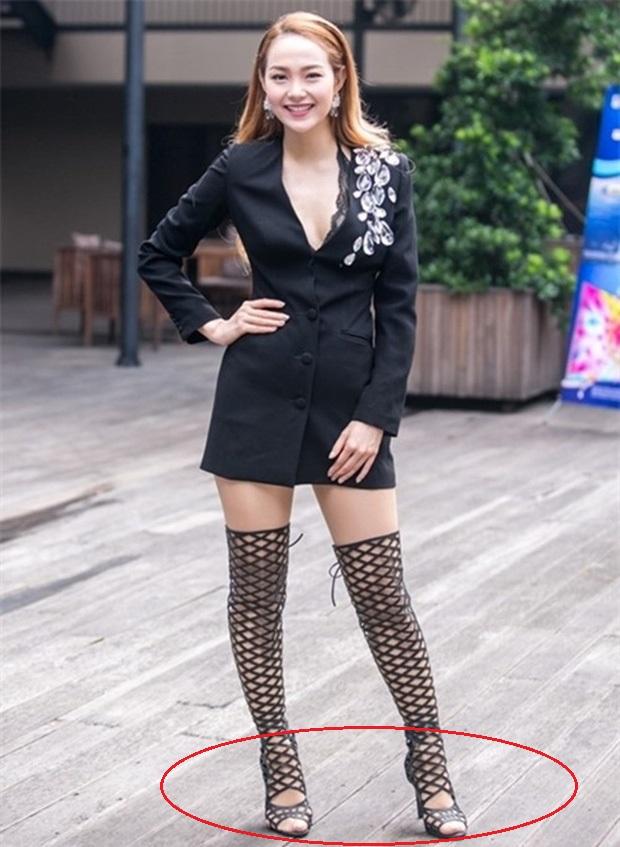 Đi vào vết xe đổ của Hà Hồ, Lệ Quyên diện sandals Chanel vẫn kém sang chỉ vì chi tiết này-8