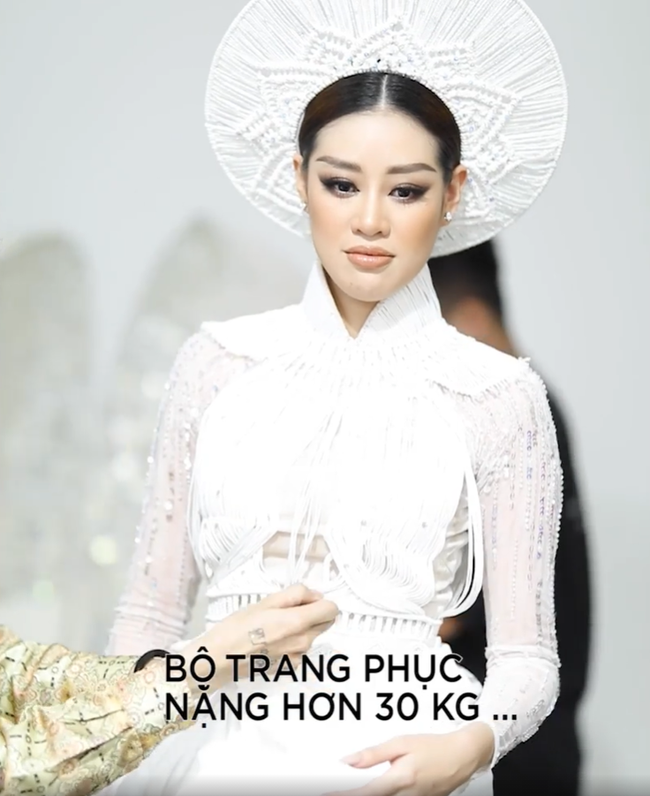 Fan lo lắng vì Khánh Vân tiết lộ gặp chấn thương khi mặc trang phục dân tộc trước bán kết Miss Universe 2020-3
